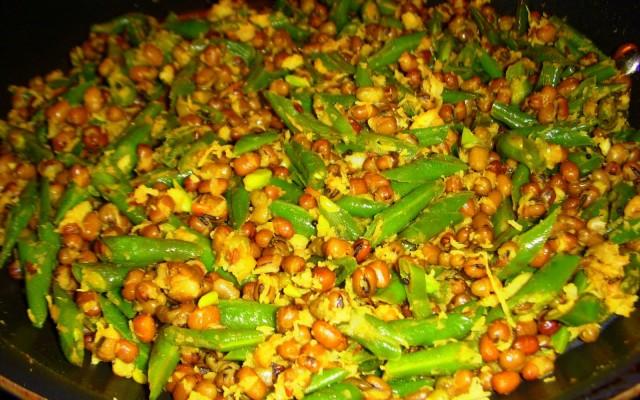Beans Payaru Poriyal